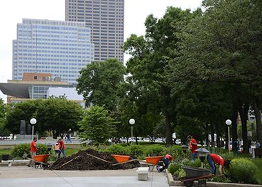 Gateway Park_Garden Volunteers_2