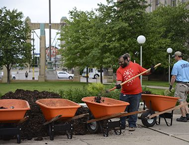 Gateway Park_Garden Volunteers_1