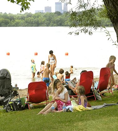 lake_harriet_se_beachfamilies