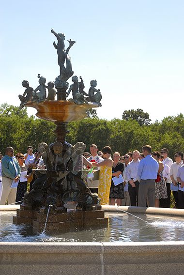 lyndale_heffelfinger_wedding_fountain