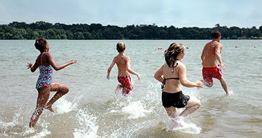 lake_nokomis_park_swimmers