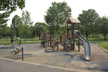 Marshall_Terrace_Park_playground1