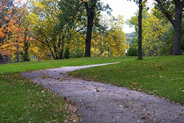 Deming_Heights_Park_walkingpath