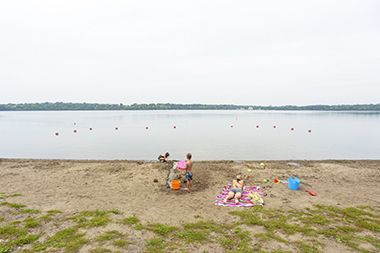 Lake_Harriet_Southeast_Beach_swimmers