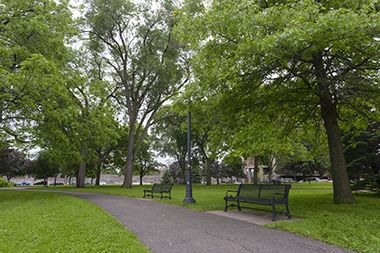 Murphy_Square_Park_seating