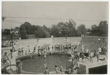 Swimming_in_deep_end_at_John_Deere_Webber_Baths_Webber_Park_Minneapolis_Minnesota 1920s