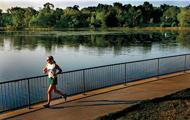 trails_lake_isles_runner
