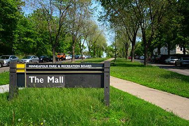 The_Mall_Park_sign