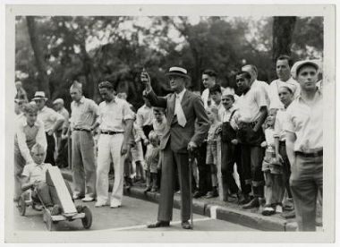 Minneapolis_Park_Board_President_Francis_A_Gross_at_the_Pushmobile_Derby_Minneapolis_Minnesota 1936
