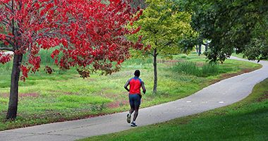trails_lake_nokomis_runner
