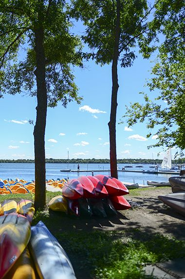 Lake_Harriet_North_canoes