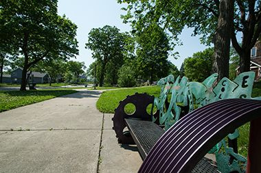 cottage_park_bench