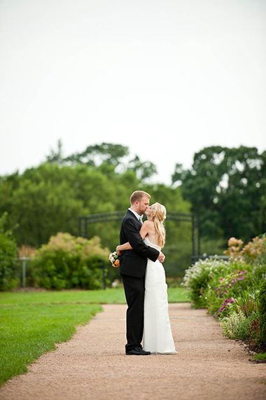 lyndale_peace_garden_wedding_bride_groom