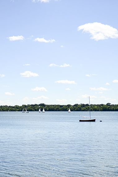 Lake_Harriet_North_sailing