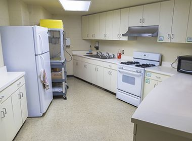 luxton_park_center_kitchen1
