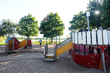 Lake_Hiawatha_Park_playground