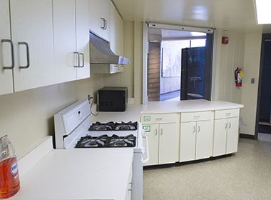 luxton_park_center_kitchen2
