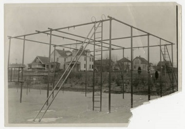 Powderhorn_Park_Playground_Apparatus_Minneapolis_Minnesota Nov 12 1915