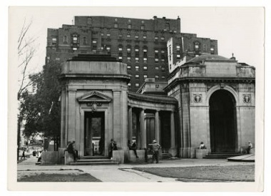 Gateway_Park_colonnade_Minneapolis_Minnesota 1952