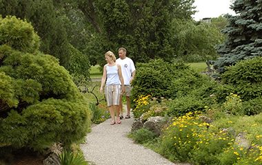 peace_garden_couple