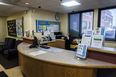windom_south_center_frontdesk