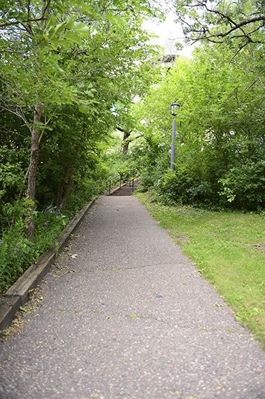 Tower_Hill_Park_walkingpath