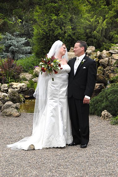 lyndale_peace_garden_wedding_bride_groom3