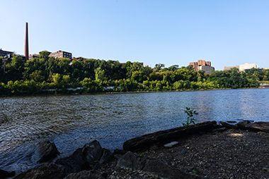 East_River_Flats_Park_river2