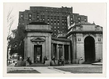 Gateway Park colonnade, 1952