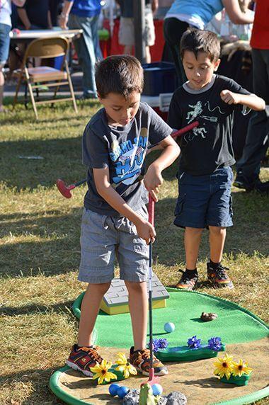 Neighborhood Picnic Mini Golf Activity