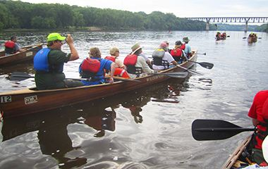 mississippi_river_gorge_canoes