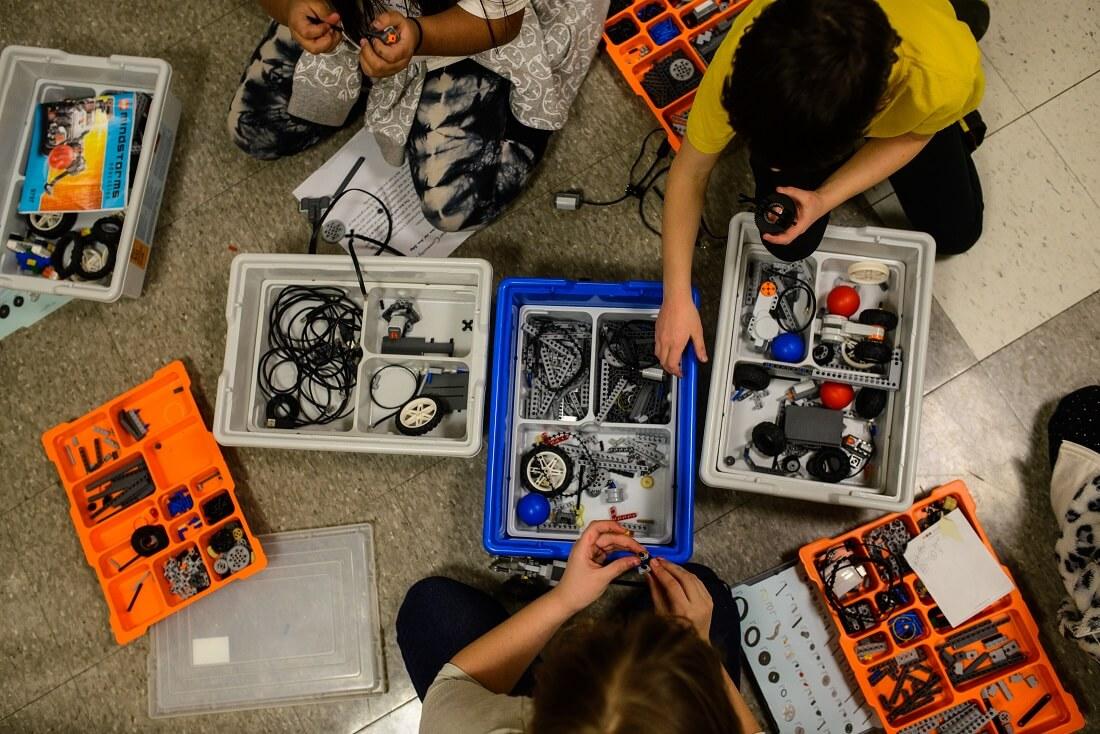 STEM class kids using robotics kit at Whittier Recreation Center